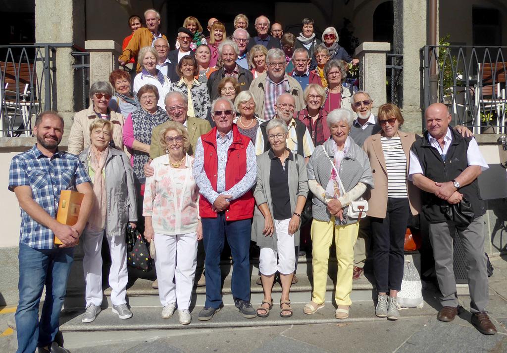 Gruppenbild der Reisegruppe aus Baden-baden auf den Marktplatz in Moncalieri.